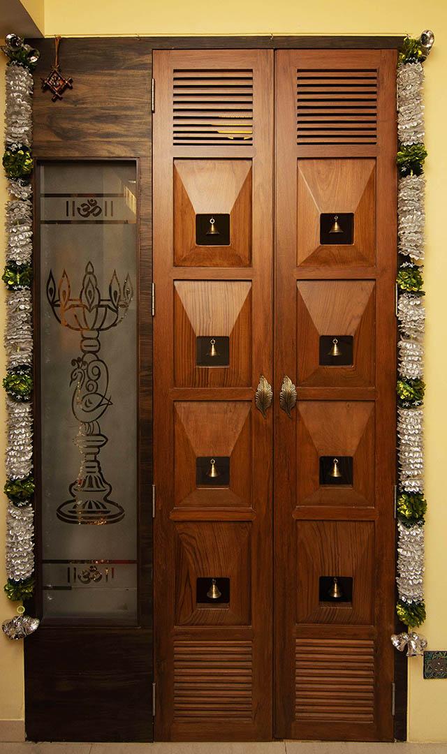 decorative mandir door made in sagwan wood with costume designer glass
